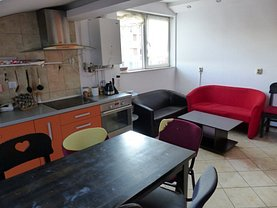 Apartament de vânzare 3 camere, în Târgu Mureş, zona 7 Noiembrie
