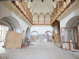 Casa de închiriat 15 camere, în Bucuresti, zona Magheru