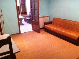 Casa de închiriat 4 camere, în Focşani, zona Vest