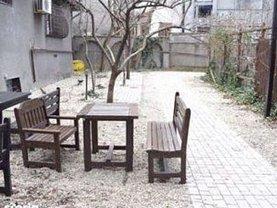 Casa de vânzare sau de închiriat 5 camere, în Bucureşti, zona Armeneasca