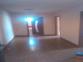 Apartament de vânzare 3 camere, în Targu-Jiu, zona 9 Mai