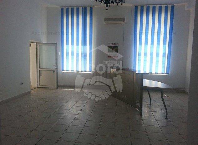 Spatiu comercial sau birou, Sararie, la vila - imaginea 1