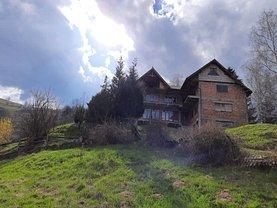 Casa de vânzare 10 camere, în Poiana Mărului