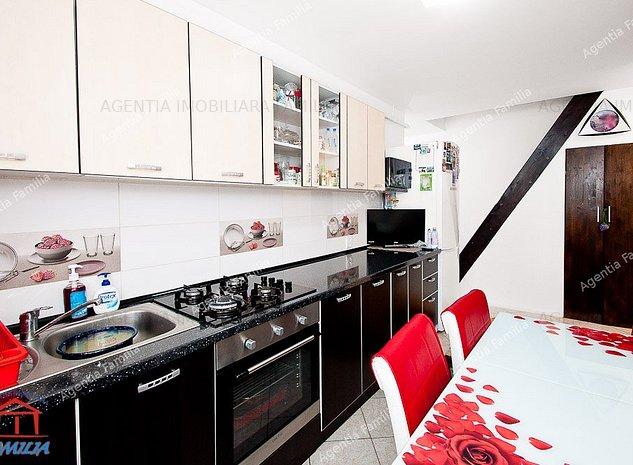Vanzare apartament cu 3 camere in Galati, Micro 17, mansarda, sup. 60 mp - imaginea 1