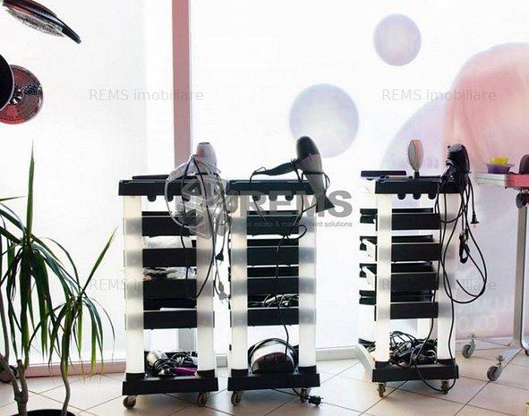 Salon de infrumusetare mobilat si utilat, cu front generos la strada - imaginea 1