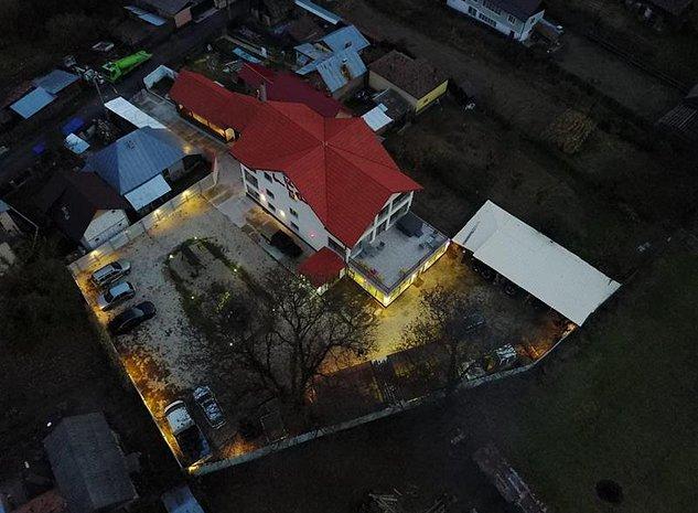 Afacere profitabila in zona Transalpina .Pensiune 750 mp utili si 1700 mp curte - imaginea 1