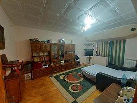 Apartament de vânzare 3 camere, în Focsani, zona Central