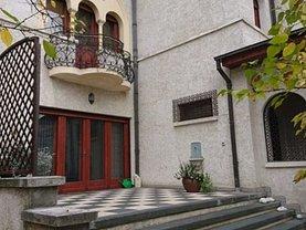 Casa de vânzare sau de închiriat 17 camere, în Bucuresti, zona Arcul de Triumf