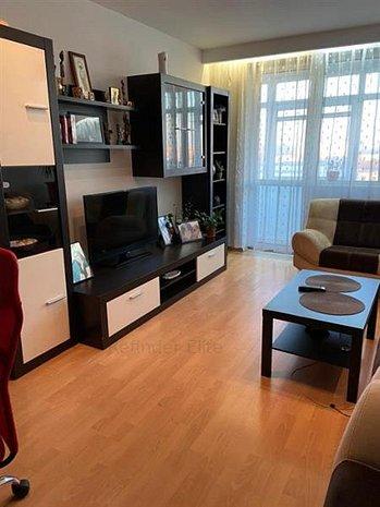 Apartament de vanzare / 3 camere / zona Frigocom - imaginea 1