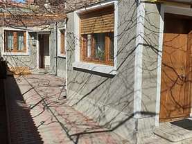 Casa de vânzare 3 camere, în Bucureşti, zona Parcul Carol
