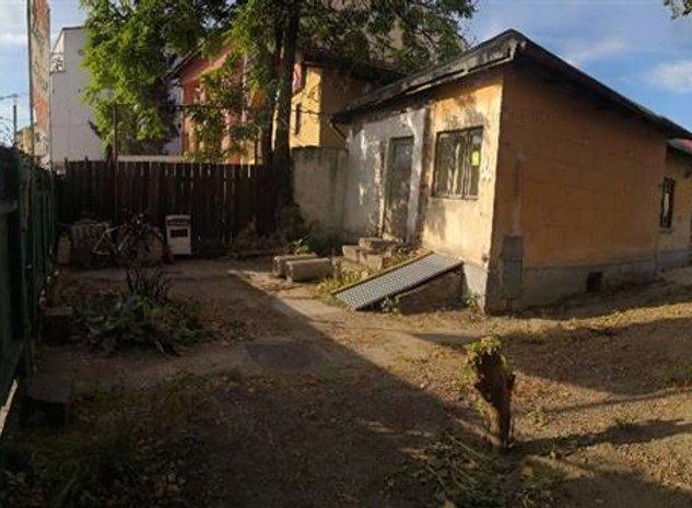 Vanzare 2 corpuri de casa demolabila in zona Calea Serban Voda - imaginea 1