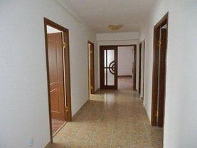 Apartament de vânzare 3 camere, în Targoviste, zona Ultracentral