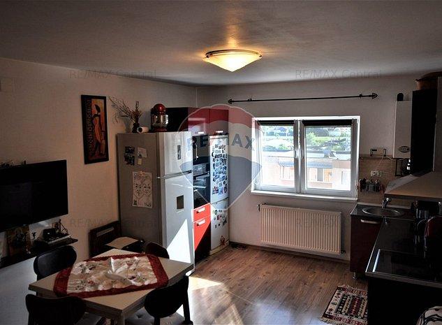 Apartament cu 3 camere de vanzare in zona Noua - imaginea 1