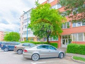 Apartament de vânzare 4 camere, în Braşov, zona Tractorul