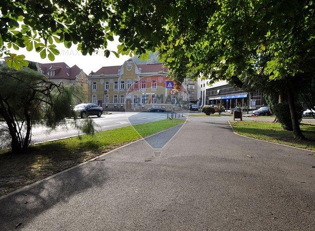 Investitie, cladire istorica,comercial/birouri/hotel, ultracentral Brasov - imaginea 1