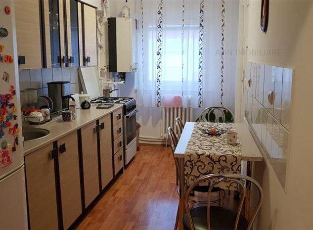 Apartament 2 camere, decomandat, mobilat, utilat, zona Bowling - imaginea 1