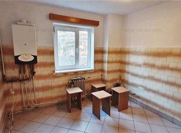 Apartament 2 camere, etaj 2, foste proprietati, zona Closca - imaginea 1