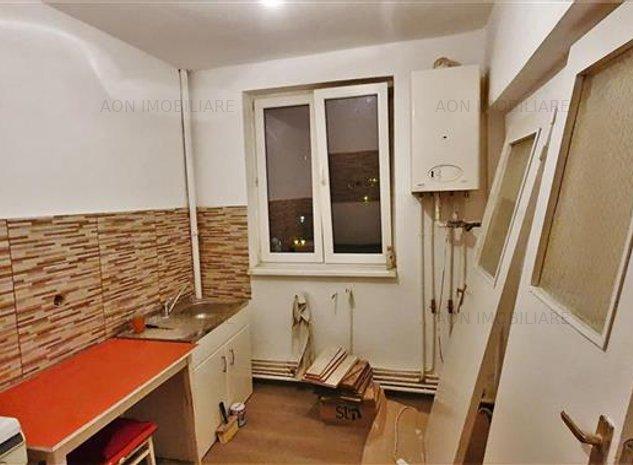 Apartament 2 camere, decomandat, ultracentral - imaginea 1