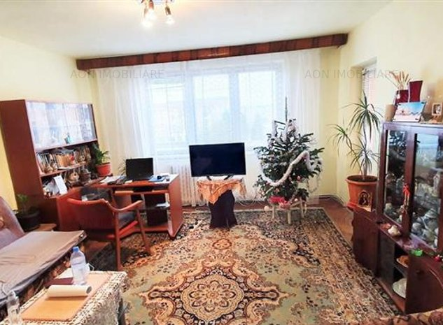 Apartament 3 camere, etaj 3, cu boxa, foste proprietati, Cetate - imaginea 1