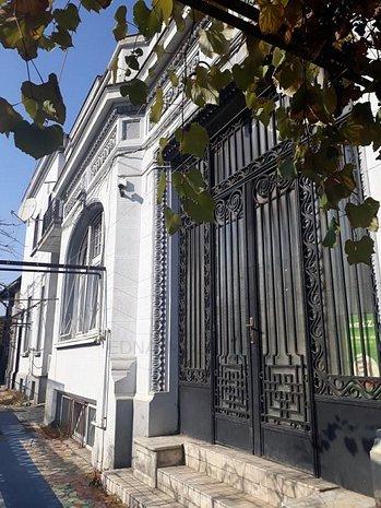 Casa Cismigiu cu arhitectura frumoasa - imaginea 1