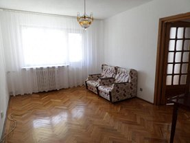 Apartament de închiriat 3 camere, în Targu-Jiu, zona Central