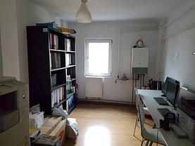 Apartament de vânzare 4 camere în Targu-Jiu, Central