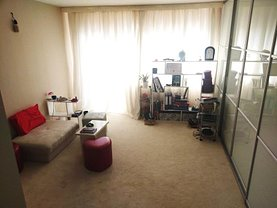 Apartament de vânzare 2 camere în Targu-Jiu, 9 Mai
