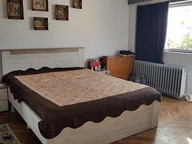Apartament de vânzare 3 camere, în Targu-Jiu, zona 1 Mai