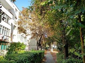 Apartament de vânzare 4 camere, în Targu-Jiu, zona Comuna din Paris