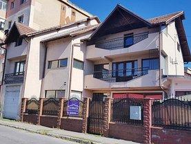 Casa 10 camere în Targu-Jiu, Central
