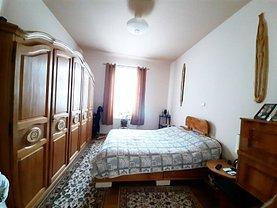 Apartament de vânzare 4 camere, în Sinaia