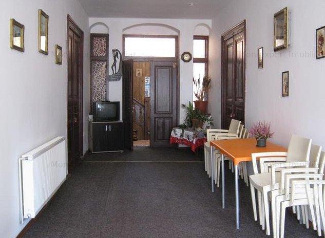 Pensiune de vanzare, in Busteni !!! Zona cu vad turistic !!! - imaginea 1