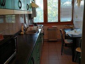 Apartament de închiriat 3 camere, în Târgu Mureş, zona Aleea Carpaţi