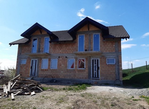 Nazna ,casa noua in constructie, 4 camere, 250 mp teten ,semifinisata - imaginea 1