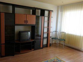 Apartament de vânzare 3 camere în Ramnicu Valcea, Cartierul Traian