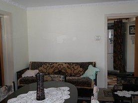 Apartament de vânzare 3 camere, în Ramnicu Valcea, zona 1 Mai