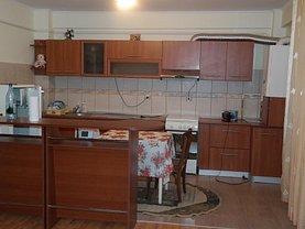 Apartament de închiriat 3 camere, în Bujoreni