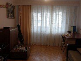 Apartament de vânzare 3 camere, în Râmnicu Vâlcea, zona Nord