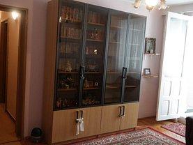Apartament de închiriat 4 camere, în Râmnicu Vâlcea, zona 1 Mai