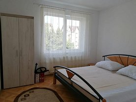 Apartament de închiriat 3 camere, în Râşnov, zona Periferie