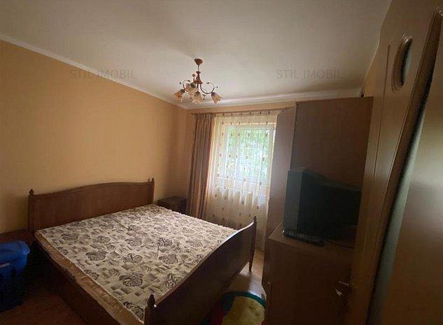 Apartament 3 camere, tip SD, Piata Voievozilor, 300 Euro - imaginea 1
