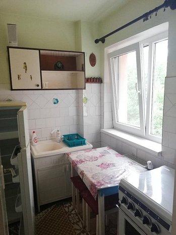 vand apartament 2 camere decomandat - imaginea 1