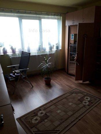 Vand apartament 2 camere decomandat central - imaginea 1