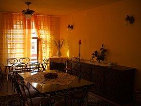 Casa de vânzare 7 camere, în Cristur