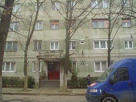 Apartament de vânzare 3 camere, în Caransebes