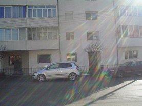 Apartament de închiriat 3 camere, în Caransebes, zona Nord-Est