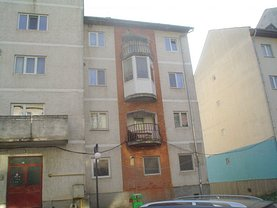 Apartament de vânzare 3 camere, în Otelu Rosu, zona Central