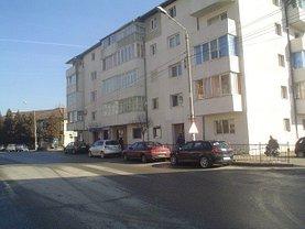 Apartament de vânzare 3 camere în Caransebes, Nord-Est