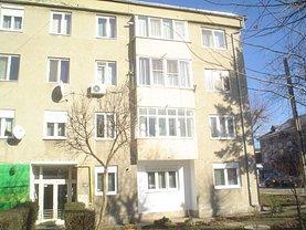 Apartament de închiriat 3 camere, în Caransebes, zona Central