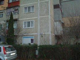 Apartament de închiriat 3 camere, în Caransebeş, zona Est